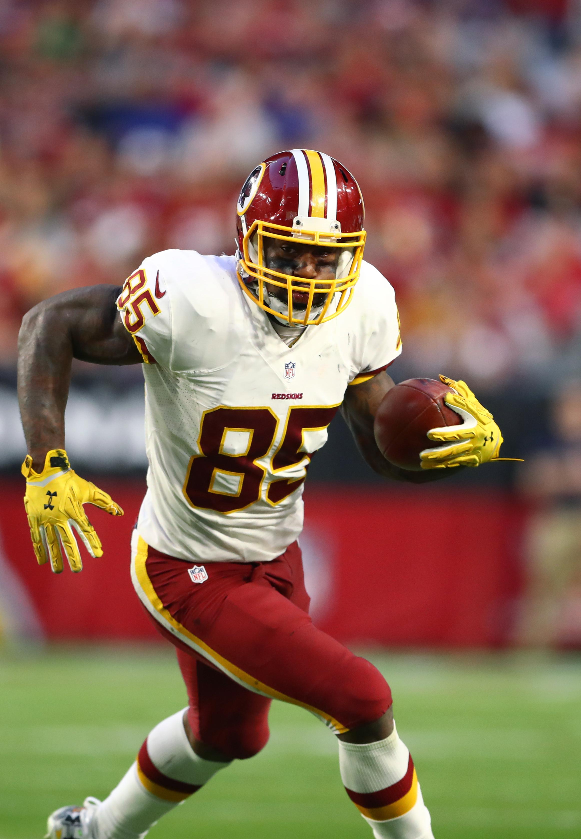 online store 7a84d 9469c Redskins Re-Sign TE Vernon Davis
