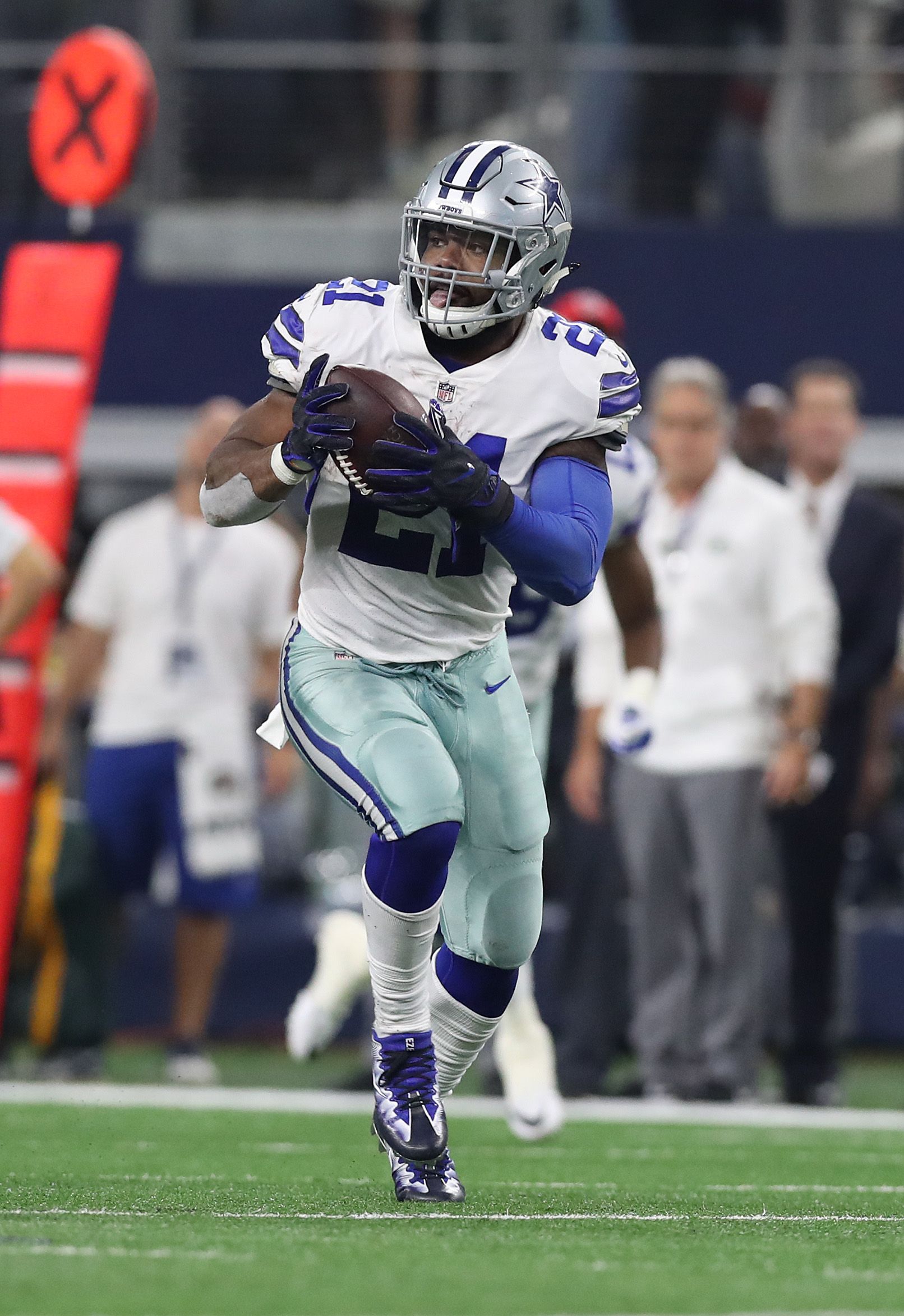 competitive price 60463 74069 Cowboys' Ezekiel Elliott In Shape For Camp