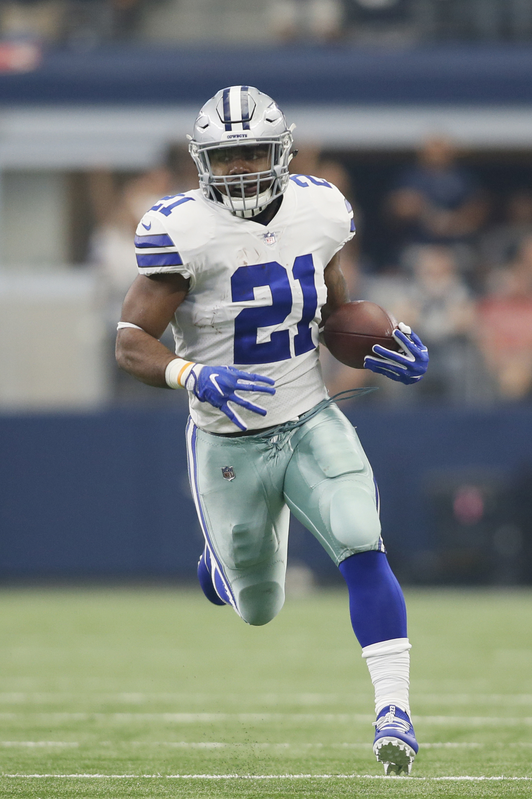 finest selection f01e1 ef477 Latest On Ezekiel Elliott, Cowboys