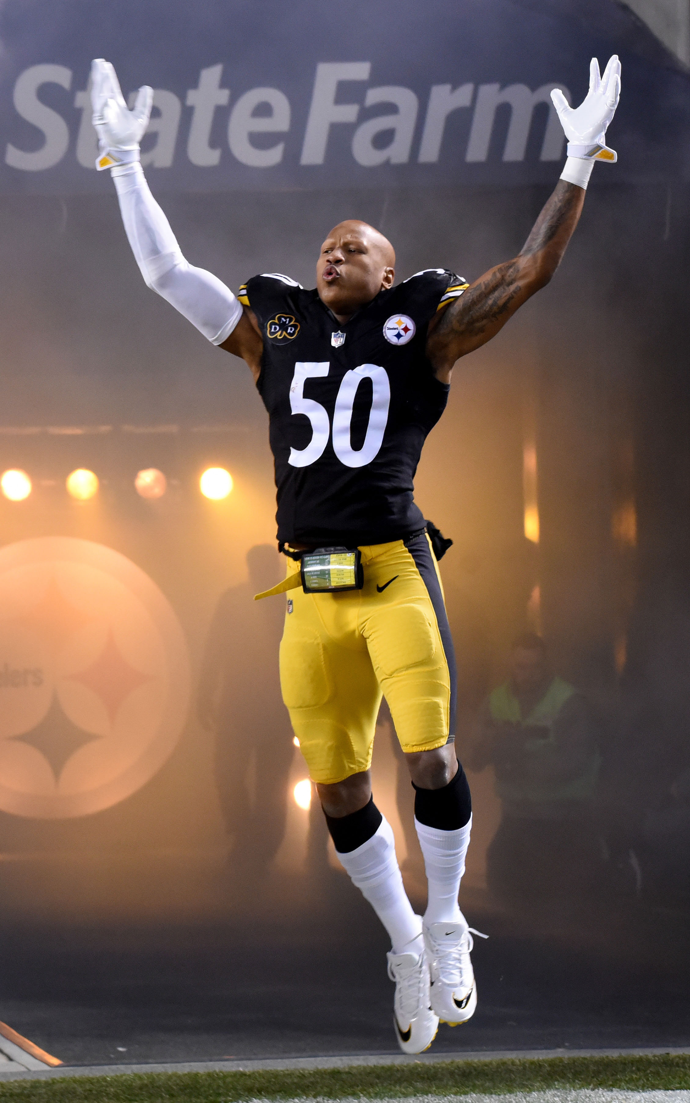 a63d3a8f8 The Steelers are once again doing right by Ryan Shazier. The team is  tolling his contract into 2019, with plans to eventually place him on the  reserve/PUP ...
