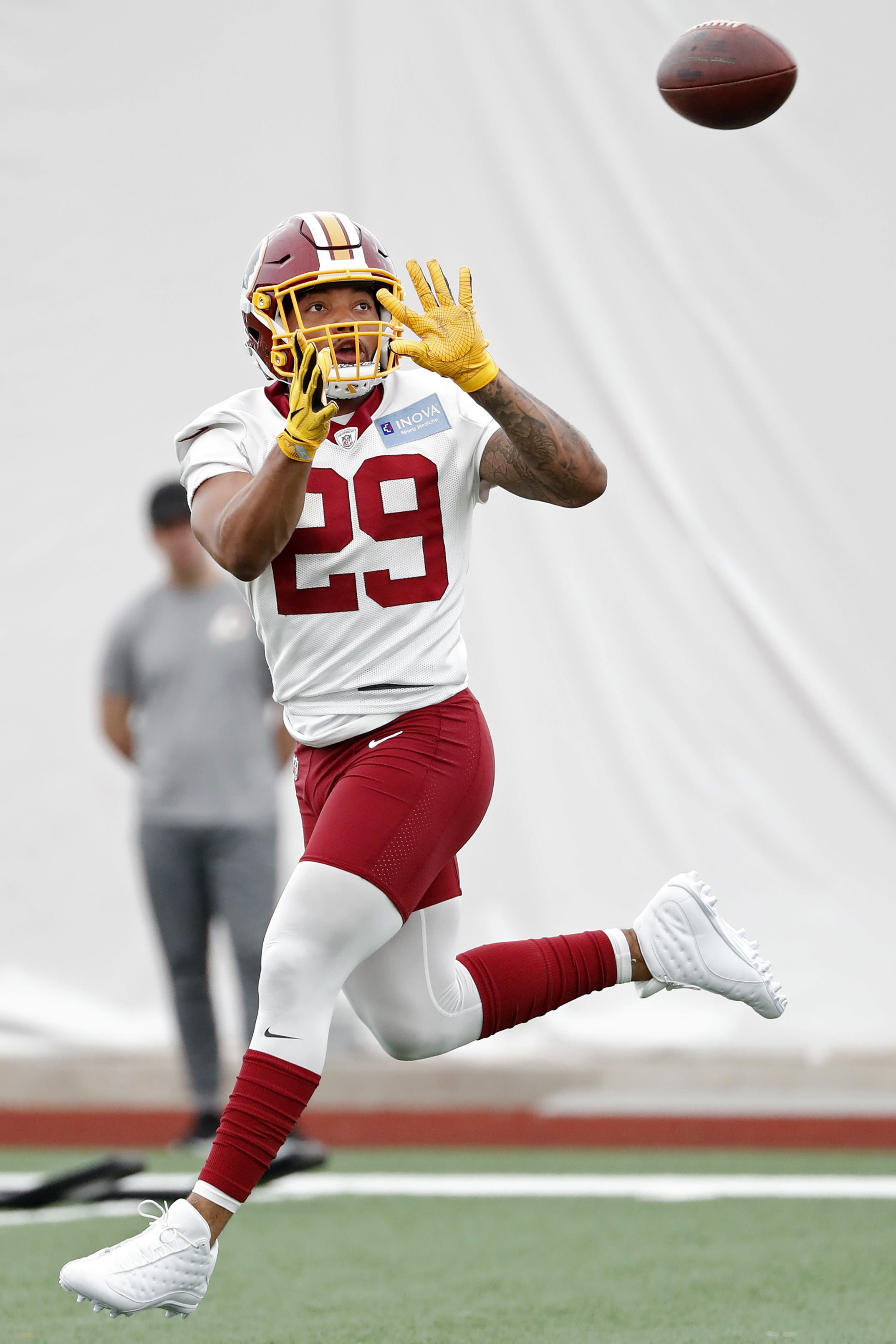 buy popular 93419 ad364 Redskins To Move Derrius Guice To IR
