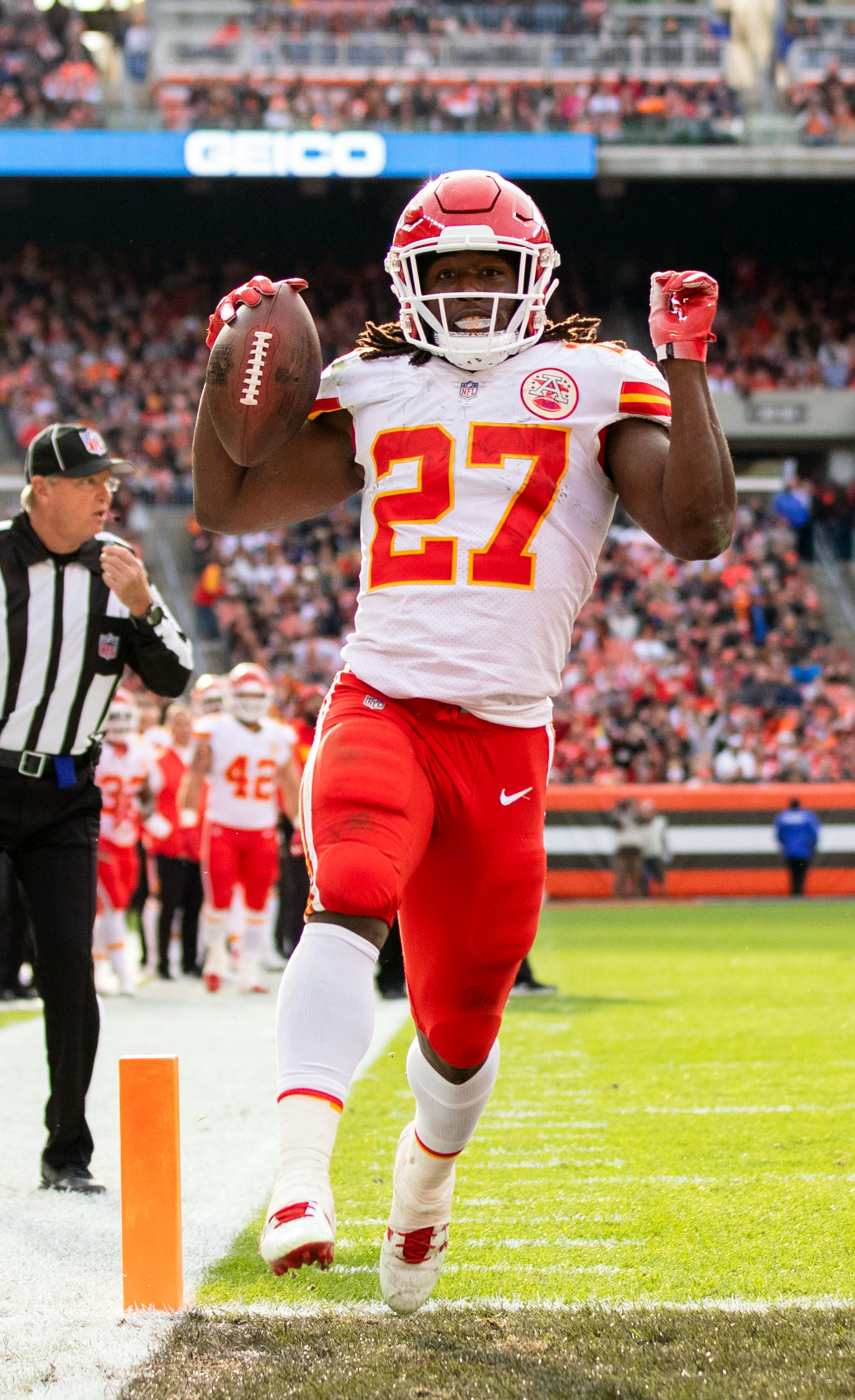 the best attitude 3c2ca b8544 Browns RB Kareem Hunt Suspended Eight Games