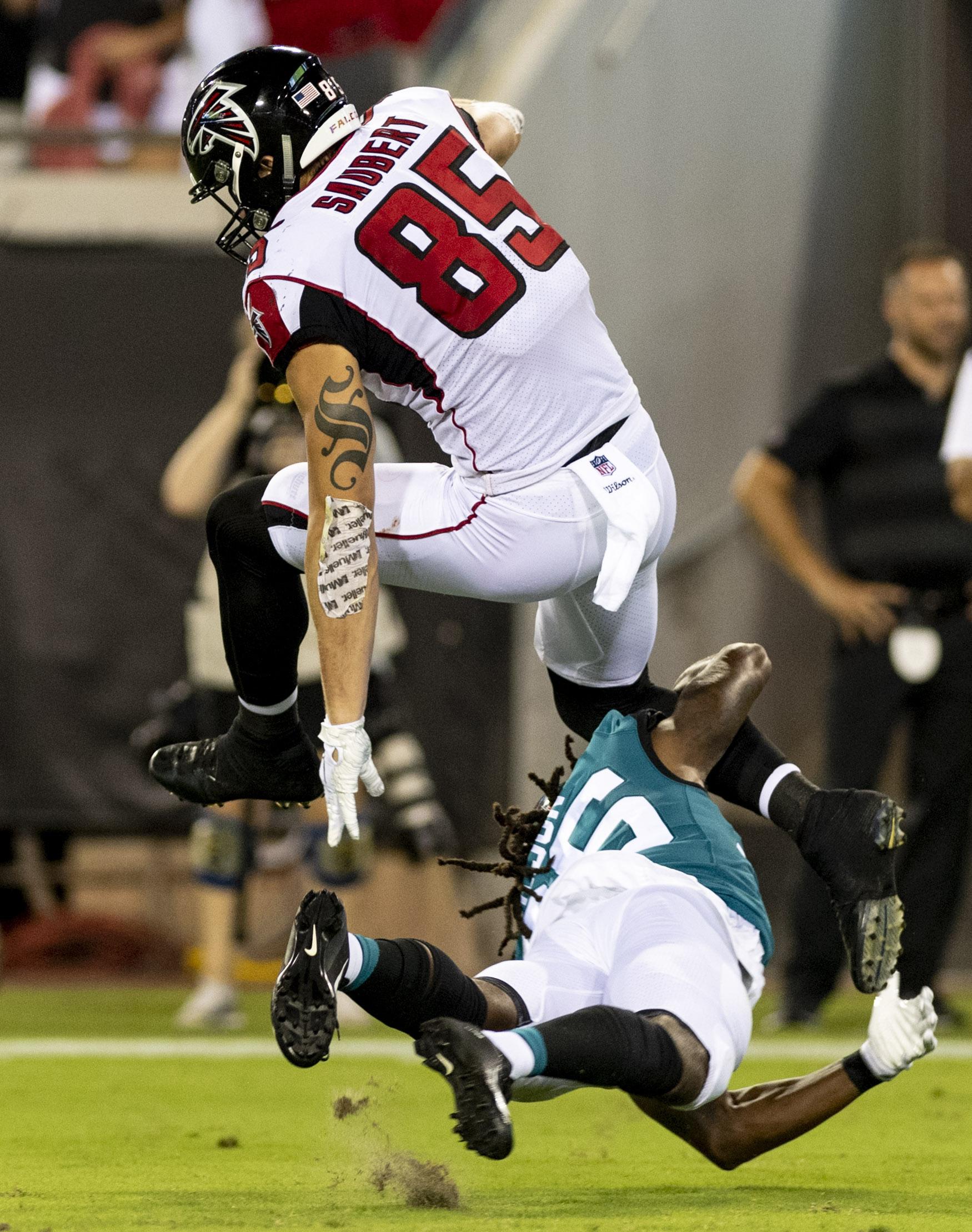 best service 614fa edf66 Falcons Trade TE Eric Saubert To Patriots
