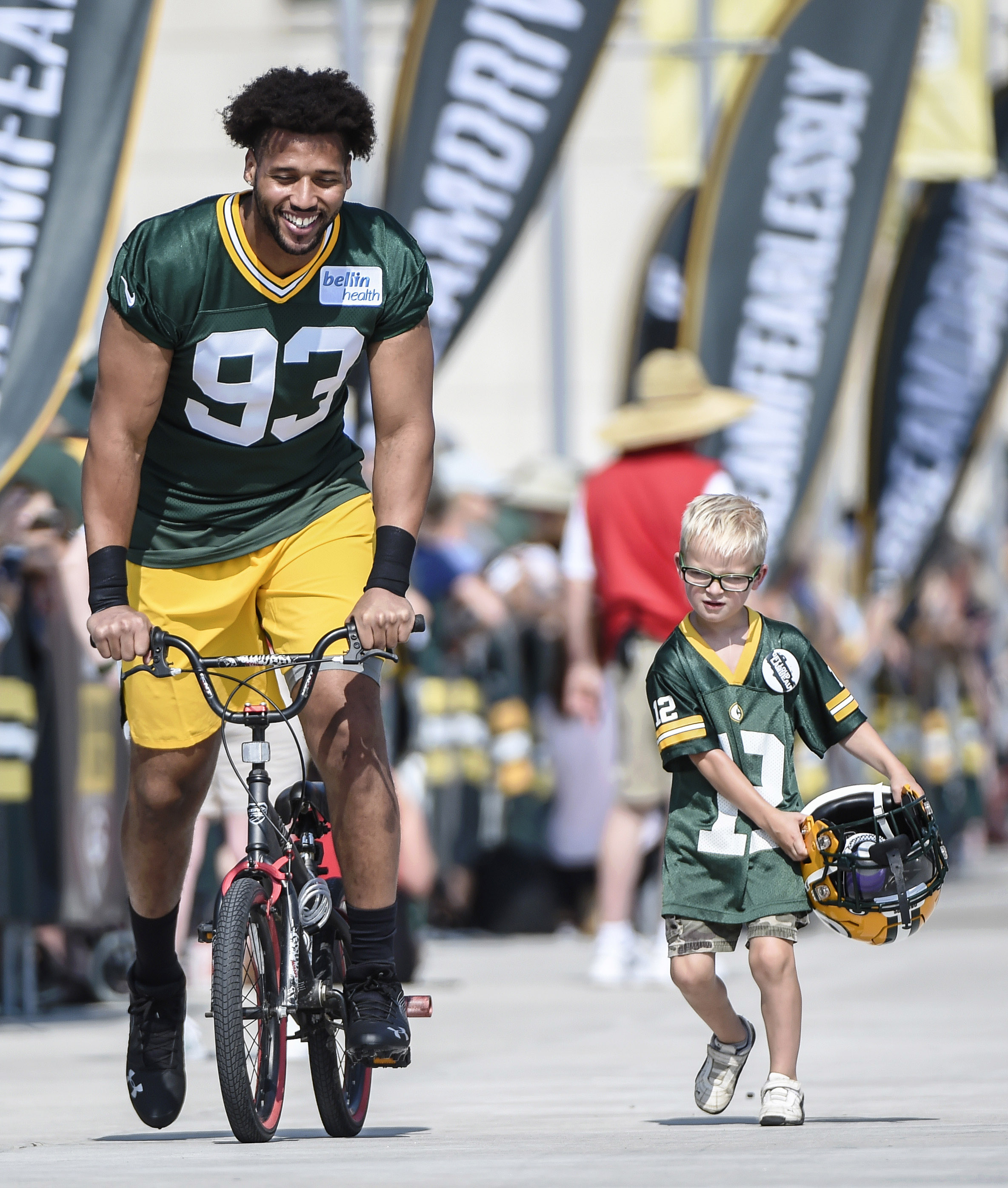 official photos 275d5 15b67 Packers Trade Reggie Gilbert To Titans